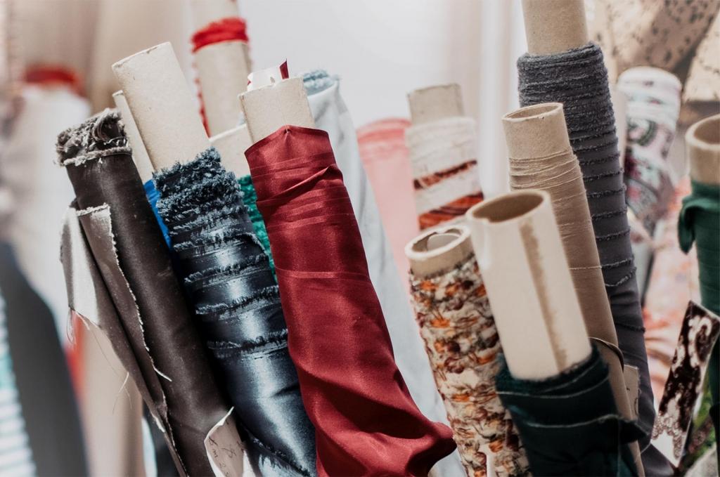 Haute Couture Stoffe von Valentino, Ungaro, Etro, Missoni und Armani